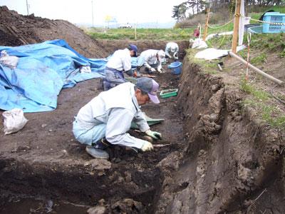 一部で土器を比較的多く含む地層が広がっていたため、ていねいに掘り下げを行いました。